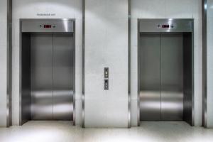 cuánto vale poner un ascensor en un bloque